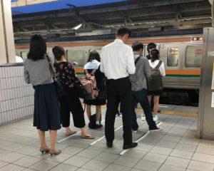 Komunikacja w obsłudze klienta. Tokijskie metro. Klient też człowiek